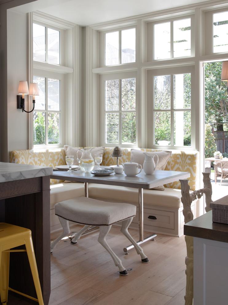 Кухня/столовая в  цветах:   Бежевый, Белый, Светло-серый, Серый, Темно-коричневый.  Кухня/столовая в  стиле:   Эклектика.