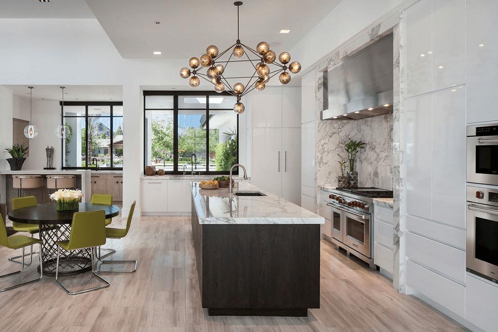Кухня/столовая в  цветах:   Бежевый, Светло-серый, Серый, Черный.  Кухня/столовая в  стиле:   Минимализм.