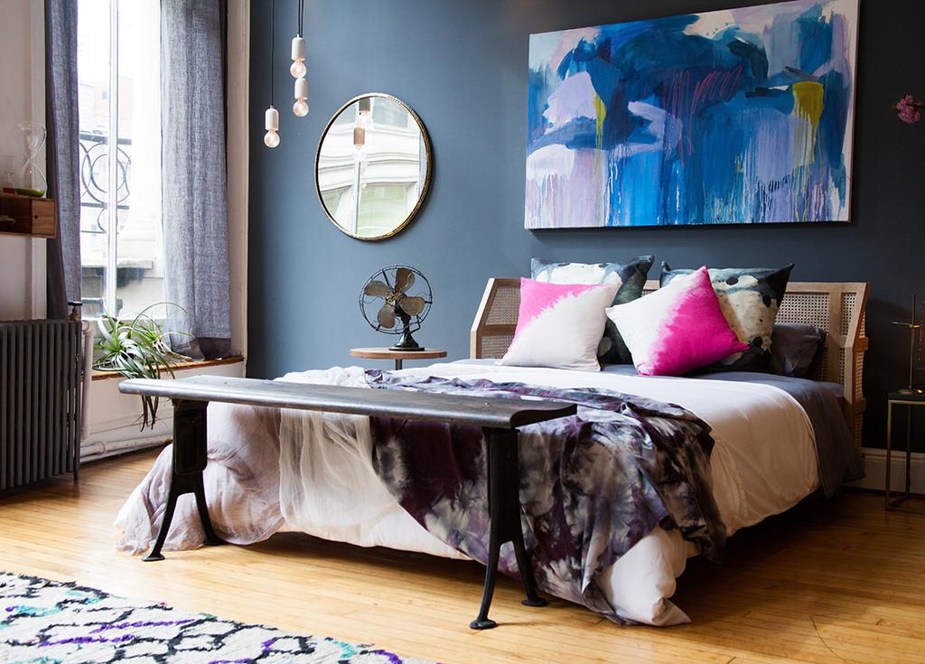 Спальня в  цветах:   Белый, Бирюзовый, Светло-серый, Серый, Черный.  Спальня в  стиле:   Минимализм.