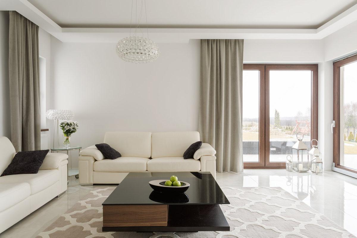 Гостиная в  цветах:   Бежевый, Белый, Светло-серый, Серый, Черный.  Гостиная в  стиле:   Минимализм.