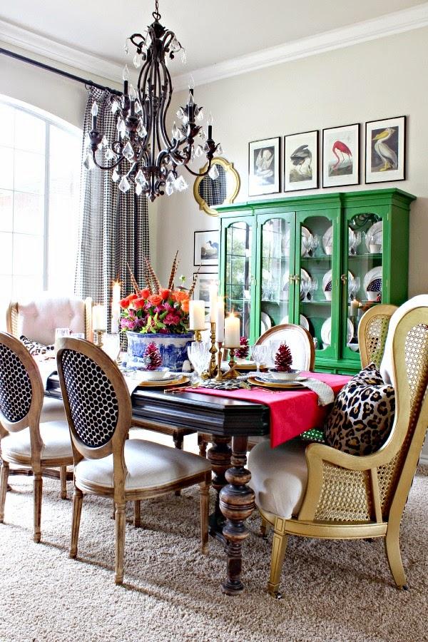 Кухня/столовая в  цветах:   Бежевый, Белый, Светло-серый, Серый, Черный.  Кухня/столовая в  стиле:   Эклектика.