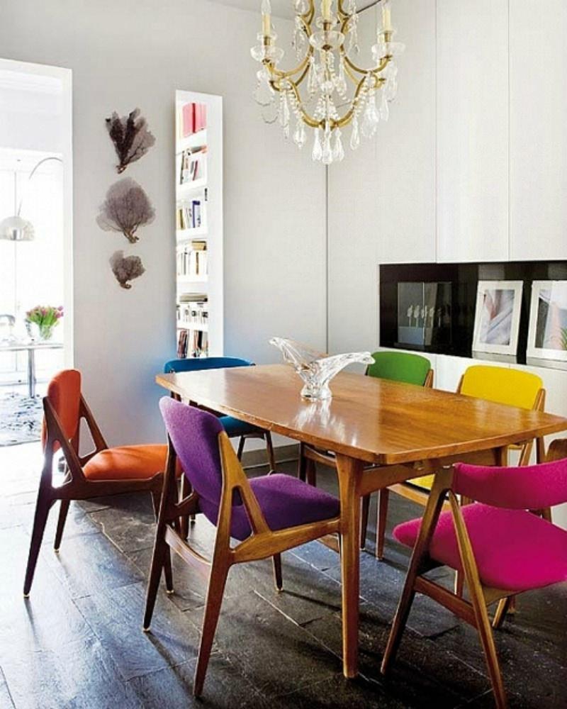 Кухня/столовая в  цветах:   Белый, Светло-серый, Серый, Темно-коричневый, Черный.  Кухня/столовая в  стиле:   Эклектика.