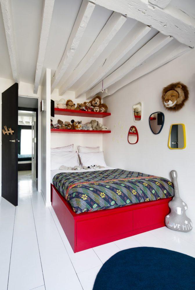 Спальня в  цветах:   Бежевый, Красный, Светло-серый, Серый, Фиолетовый.  Спальня в  стиле:   Скандинавский.