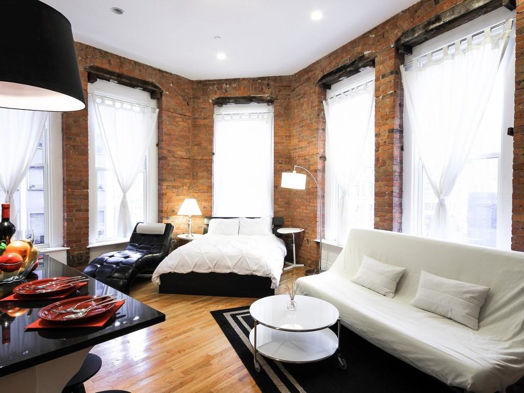 Гостиная в  цветах:   Белый, Светло-серый, Черный, Коричневый, Бежевый.  Гостиная в  стиле:   Лофт.