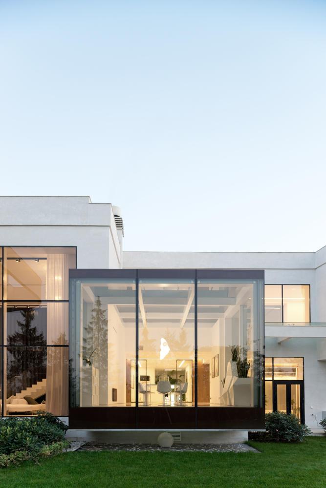 Архитектура в  цветах:   Бежевый, Белый, Светло-серый, Серый, Черный.  Архитектура в  .