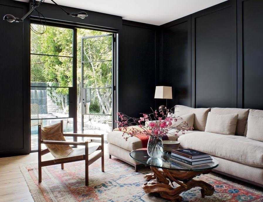 Гостиная в  цветах:   Светло-серый, Серый, Синий, Темно-коричневый, Черный.  Гостиная в  стиле:   Эклектика.