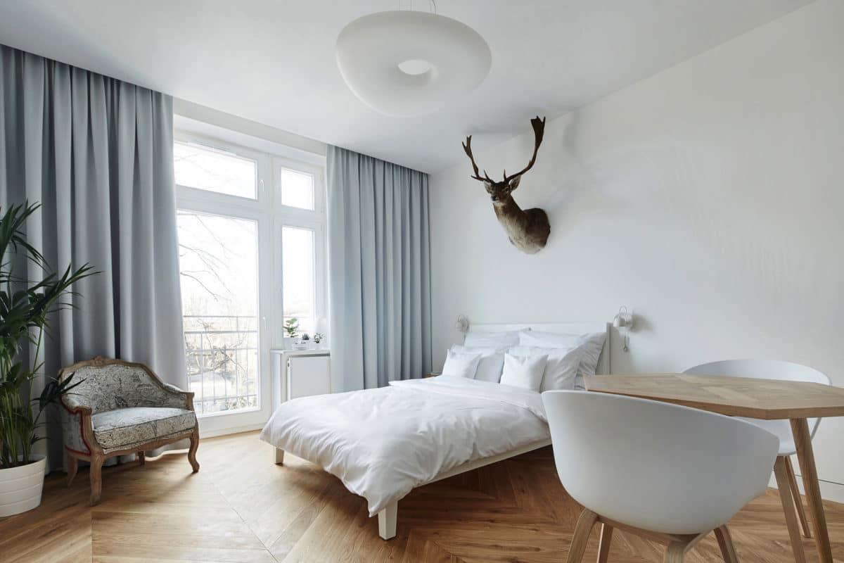 Крошечная квартира: 27 квадратных метров, где поместились кухня, столовая, спальня и чёрный санузел