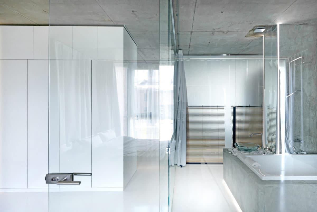Кухня/столовая в  цветах:   Белый, Светло-серый, Серый.  Кухня/столовая в  стиле:   Минимализм.
