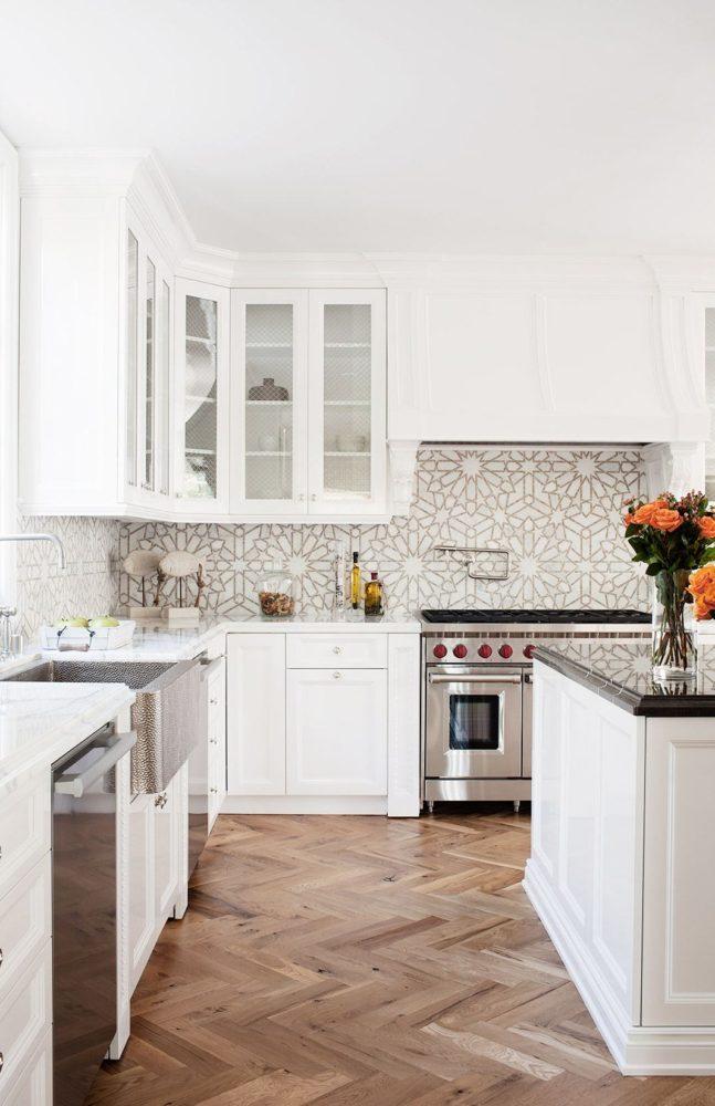 Кухня/столовая в  цветах:   Бежевый, Белый, Светло-серый.  Кухня/столовая в  стиле:   Минимализм.