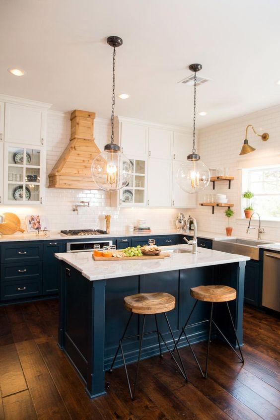 Кухня/столовая в  цветах:   Бежевый, Светло-серый, Синий, Темно-коричневый, Черный.  Кухня/столовая в  стиле:   Скандинавский.