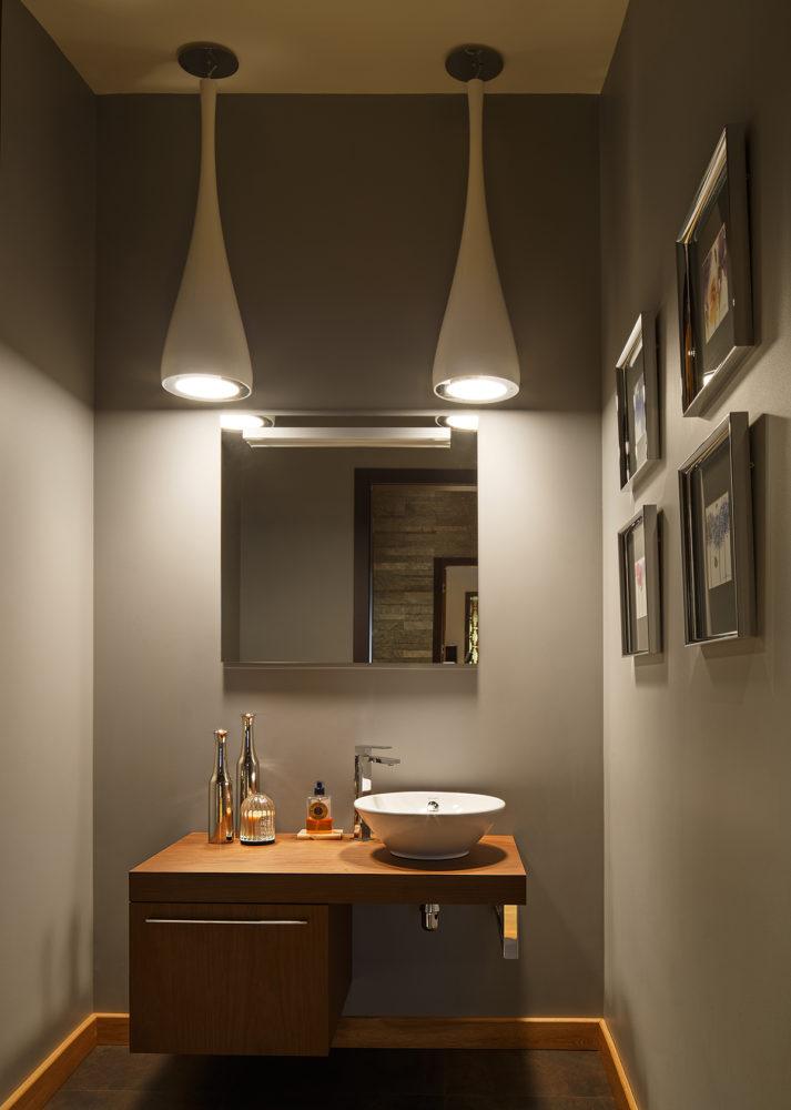 Ванная в  цветах:   Бежевый, Коричневый, Светло-серый, Темно-коричневый, Черный.  Ванная в  стиле:   Минимализм.