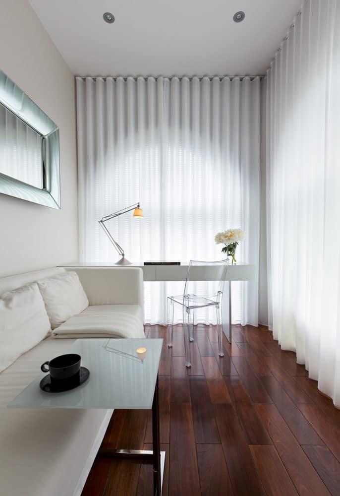 Кабинет в  цветах:   Бежевый, Белый, Светло-серый, Серый, Темно-коричневый.  Кабинет в  стиле:   Минимализм.