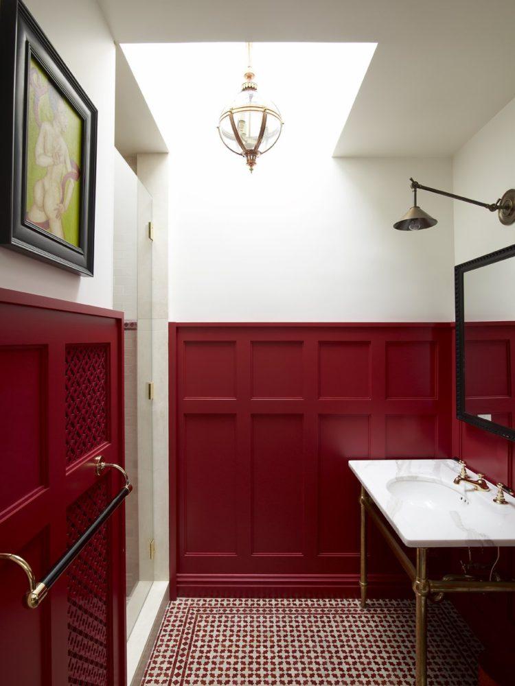 Ванная в  цветах:   Бежевый, Белый, Бордовый, Светло-серый, Темно-коричневый.  Ванная в  стиле:   Минимализм.