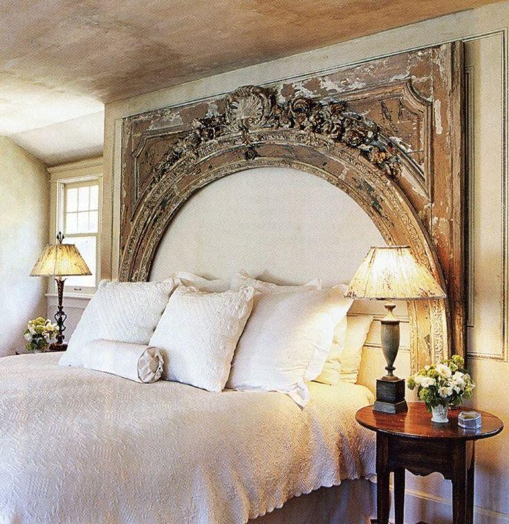 Спальня в  цветах:   Бежевый, Белый, Коричневый, Светло-серый, Серый.  Спальня в  стиле:   Шебби-шик.