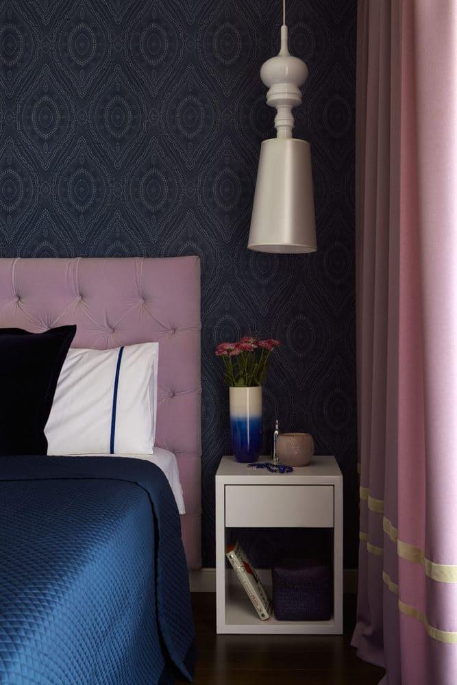 Спальня в  цветах:   Светло-серый, Серый, Синий, Темно-коричневый, Черный.  Спальня в  стиле:   Неоклассика.