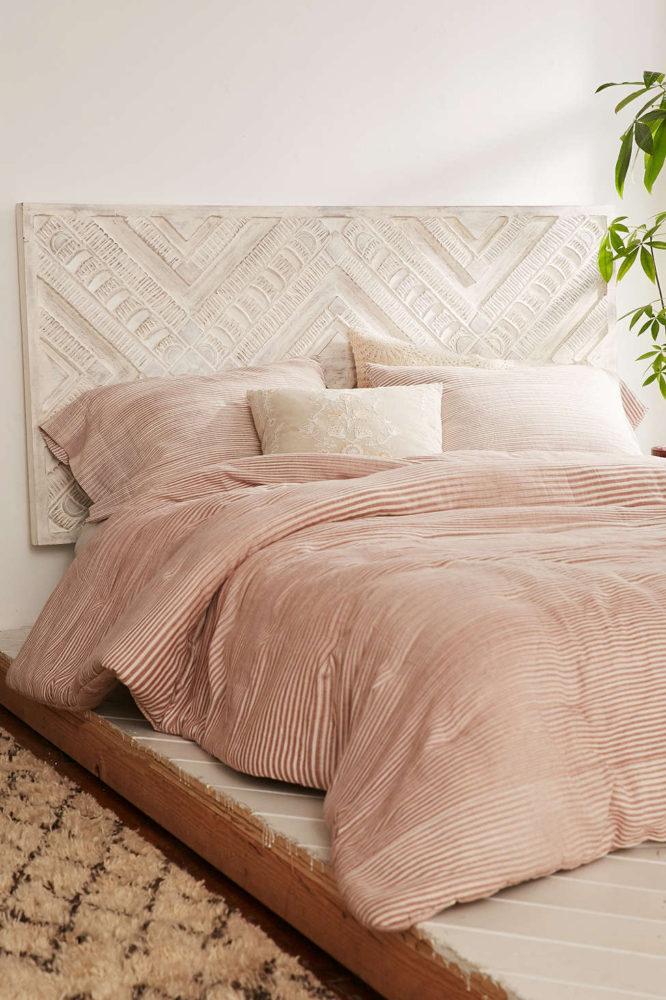 Спальня в  цветах:   Бежевый, Коричневый, Светло-серый.  Спальня в  стиле:   Минимализм.