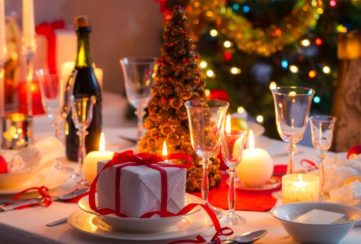 Новогодняя сервировка стола: 7 праздничных советов