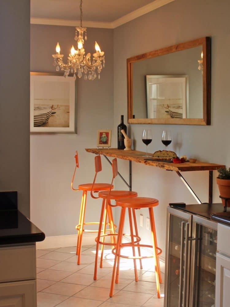 Кухня/столовая в  цветах:   Бежевый, Коричневый, Светло-серый, Темно-коричневый.  Кухня/столовая в  стиле:   Эклектика.
