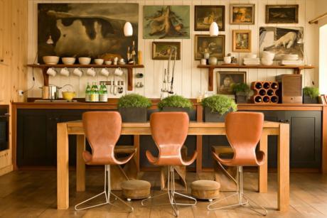 Кухня/столовая в  цветах:   Бежевый, Коричневый, Оранжевый, Темно-коричневый.  Кухня/столовая в  стиле:   Лофт.