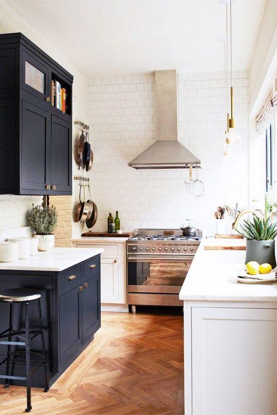 Кухня/столовая в  цветах:   Коричневый, Светло-серый, Серый, Фиолетовый.  Кухня/столовая в  стиле:   Скандинавский.
