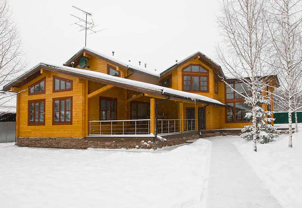 Дом из клеёного бруса для большой семьи в лучших традициях загородного жилья
