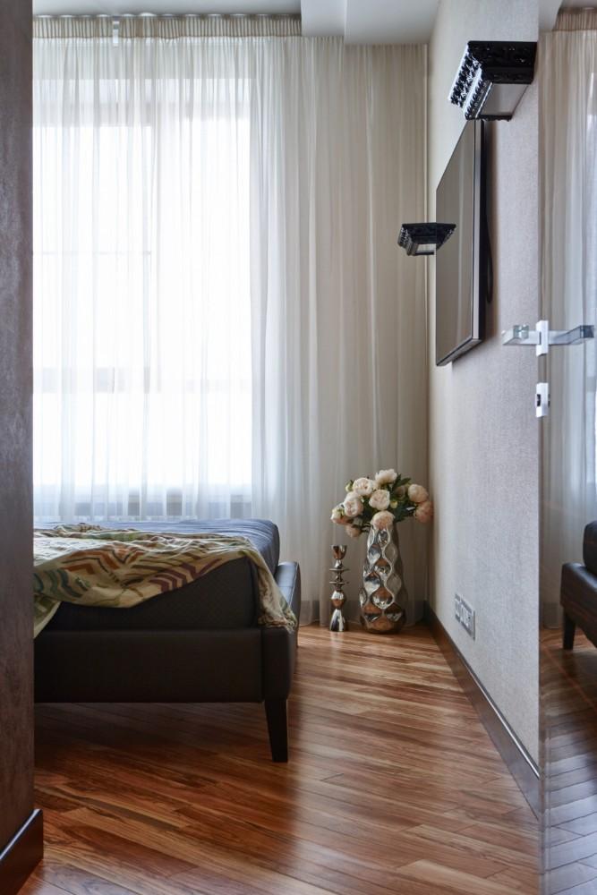 Спальня в  цветах:   Белый, Коричневый, Серый, Темно-коричневый.  Спальня в  стиле:   Минимализм.