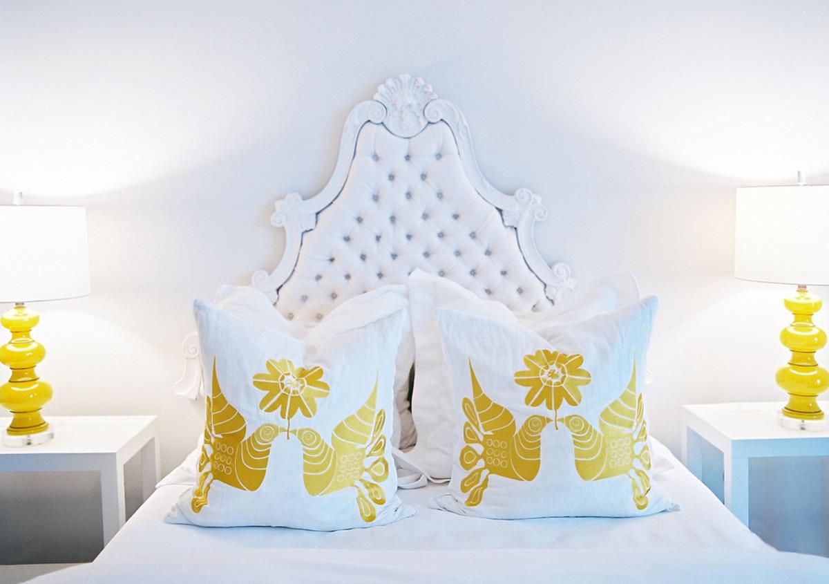 Спальня в  цветах:   Бирюзовый, Желтый, Светло-серый, Серый, Фиолетовый.  Спальня в  стиле:   Классика.