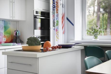 Кухня/столовая в  цветах:   Бежевый, Бордовый, Светло-серый, Серый, Сиреневый.  Кухня/столовая в  стиле:   Минимализм.
