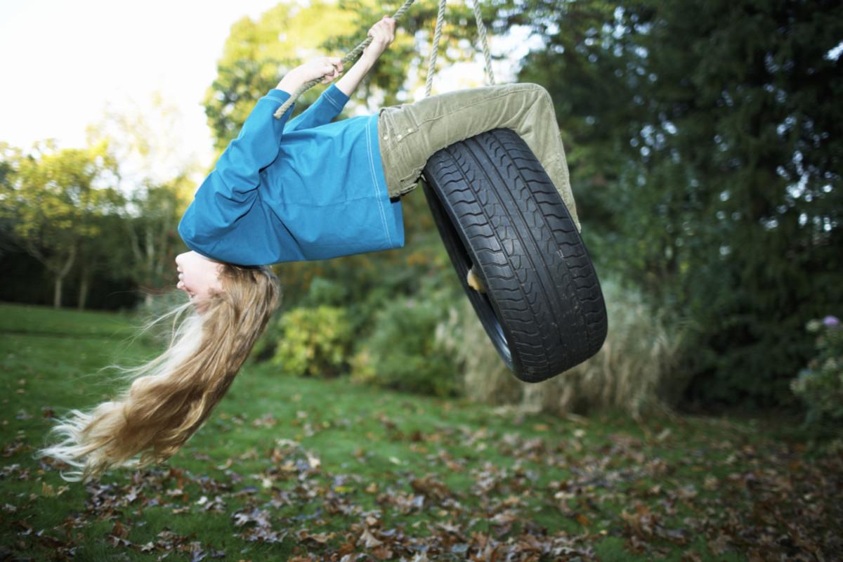 Садовые качели: украшение для двора, развлечение для взрослых и счастье для детей