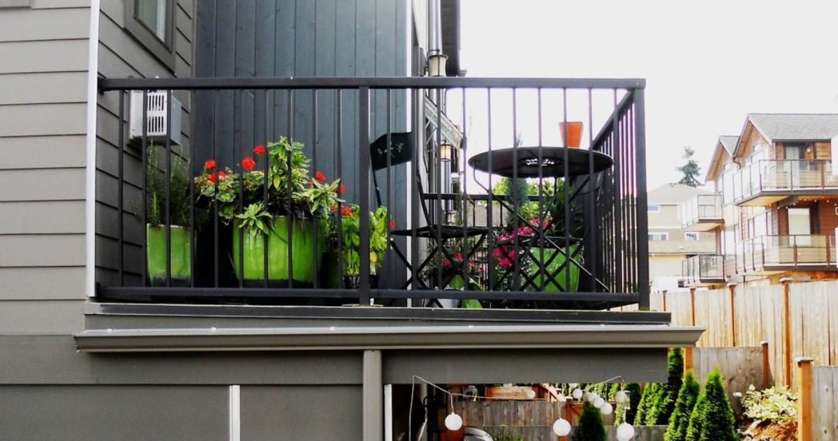 Маленькие и узкие балконы: что делать, во что превращать и как украшать