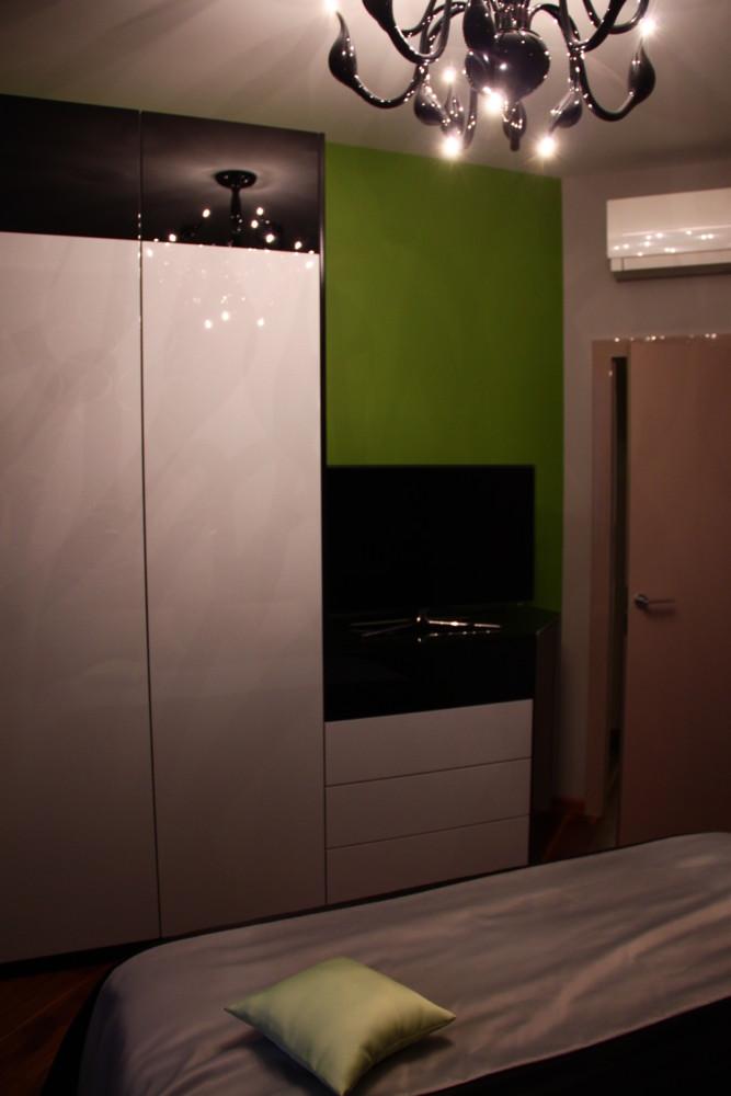 Мебель собственного дизайна и производства. Эмаль черный и белый глянец.