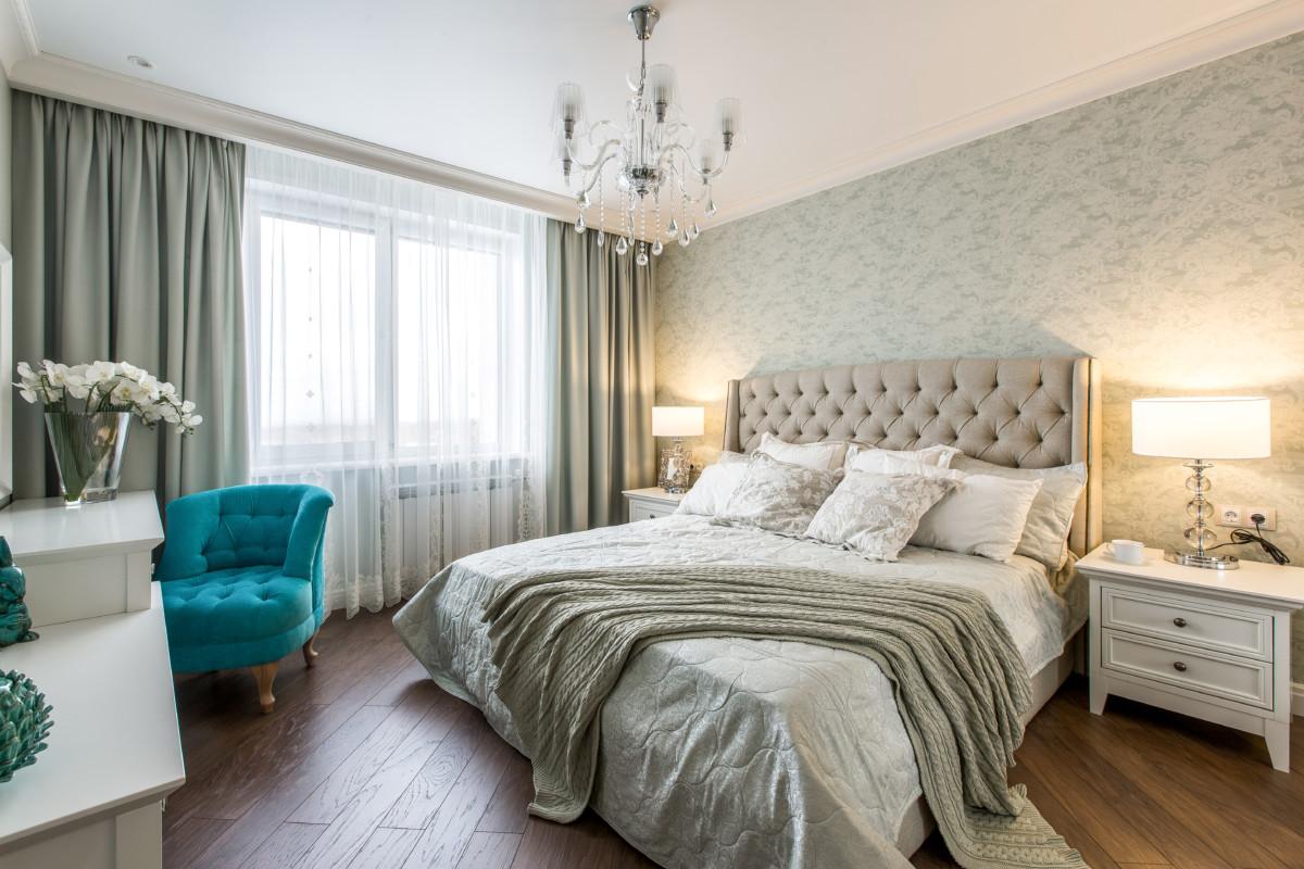 Спальня в  цветах:   Бежевый, Коричневый, Темно-зеленый.  Спальня в  стиле:   Неоклассика.