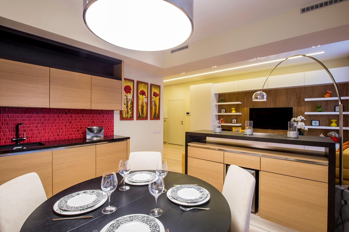 Кухня/столовая в  цветах:   Бежевый, Бордовый, Коричневый, Светло-серый, Фиолетовый.  Кухня/столовая в  стиле:   Минимализм.