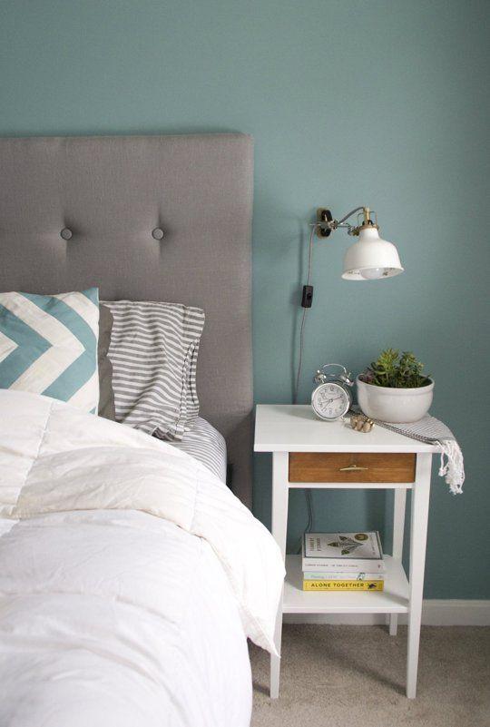 Спальня в  цветах:   Голубой, Светло-серый, Серый, Темно-зеленый.  Спальня в  стиле:   Минимализм.