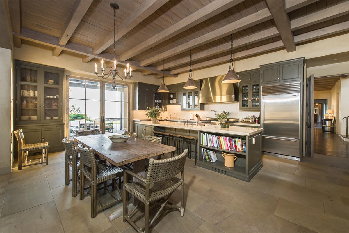 Кухня/столовая в  цветах:   Бежевый, Зеленый, Светло-серый, Темно-коричневый.  Кухня/столовая в  стиле:   Скандинавский.