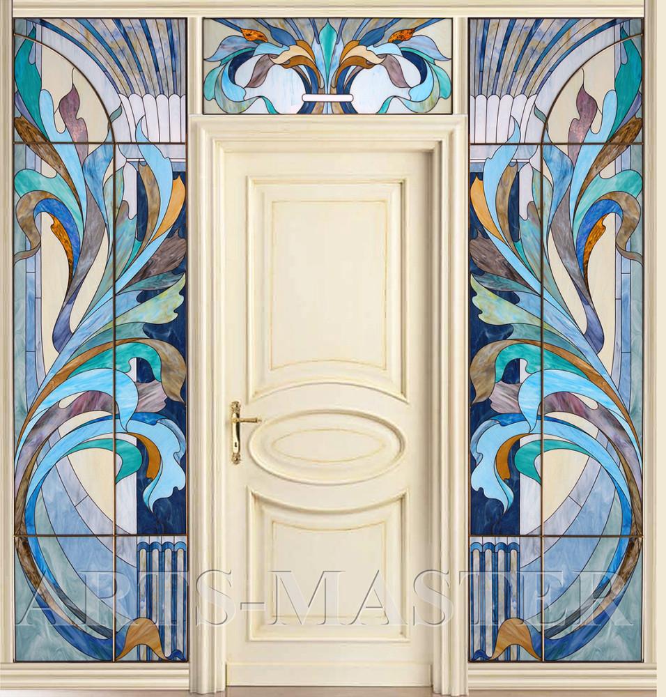 Эффектное декоративное оформление дверного портала в загородном доме.  Элегантная графика художественных витражей создает парадную атмосферу изящной роскоши в интерьере.