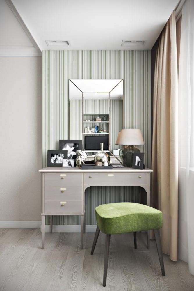 Небольшой изящный столик возле окна с ярко зеленым мягким табуретом. За зеркалом предусмотрено скрытое хранение