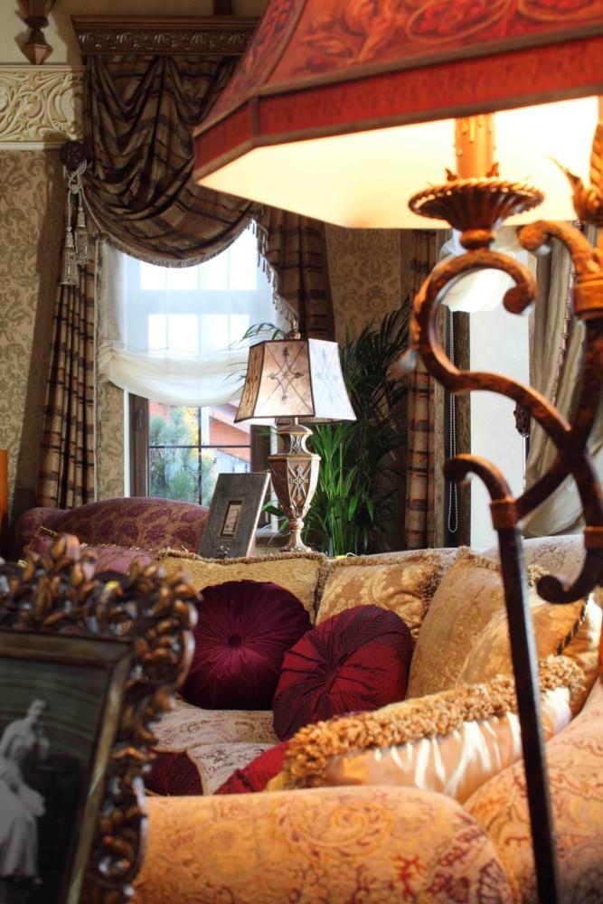 700 квадратных метров цвета: шикарный частный дом в Подмосковье