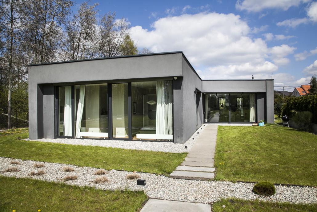 Проект одноэтажного умного дома с панорамными окнами