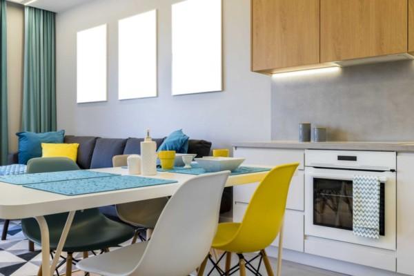 Гостиная, Кухня/столовая в  цветах:   Белый, Синий.  Гостиная, Кухня/столовая в  стиле:   Минимализм.