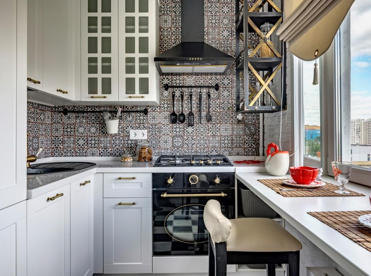 Кухня в стиле кантри с фреской на стене