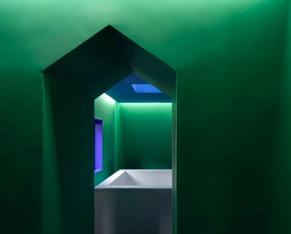 в  цветах:   Голубой, Темно-зеленый, Фиолетовый.  в  .