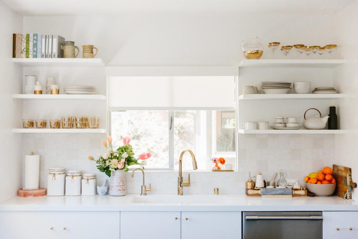 18 белых кухонь в шести популярных стилях
