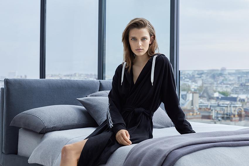 Какие модели домашней одежды можно найти в Yves Delorme
