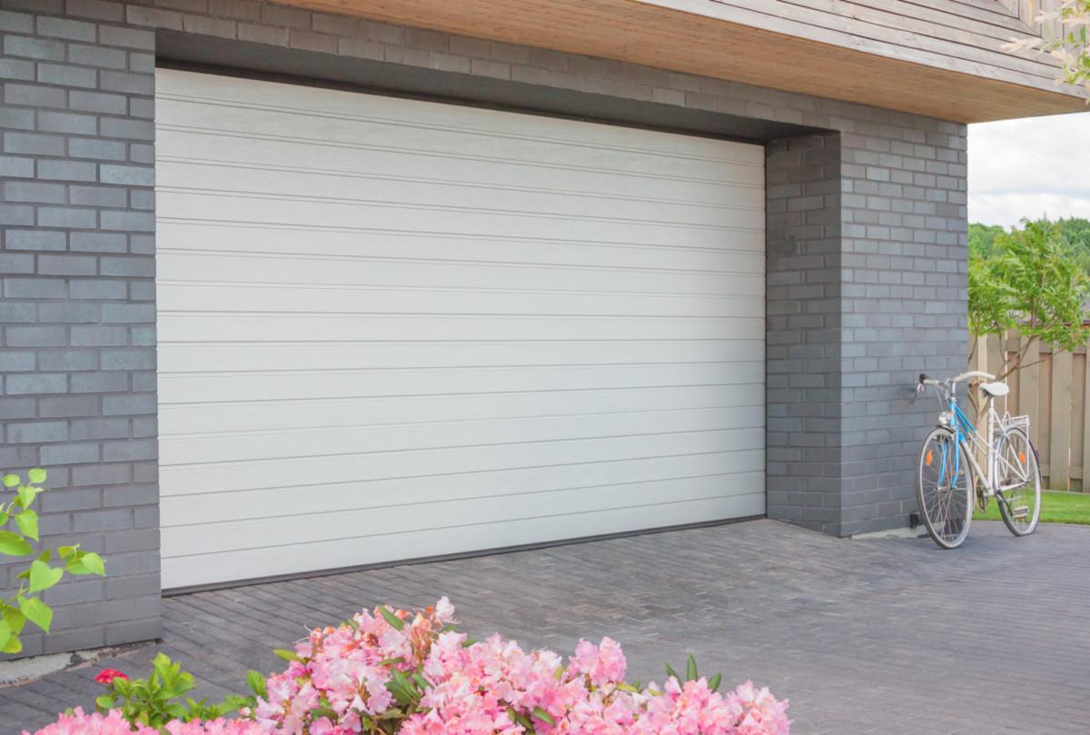 Комфортный «дом для авто»: как выбрать оптимальные размеры гаражных ворот и при этом сэкономить